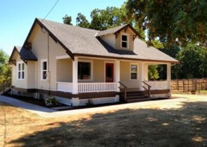 3 Bed/1 Bath Country Home in Newberg